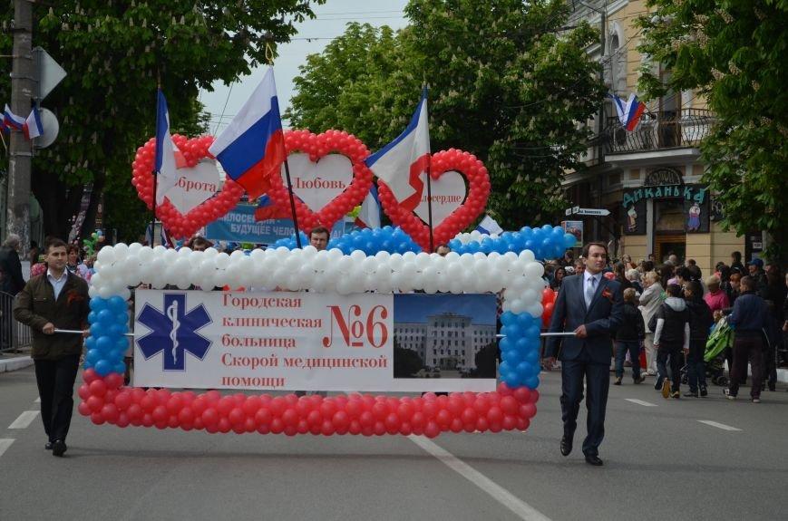 ФОТОРЕПОРТАЖ: По центру Симферополя в первомай пронесли портреты Путина, фото-3