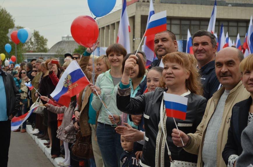ФОТОРЕПОРТАЖ: По центру Симферополя в первомай пронесли портреты Путина, фото-21