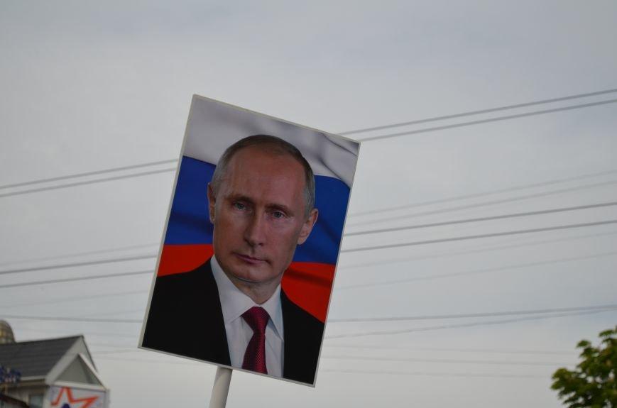 ФОТОРЕПОРТАЖ: По центру Симферополя в первомай пронесли портреты Путина, фото-18