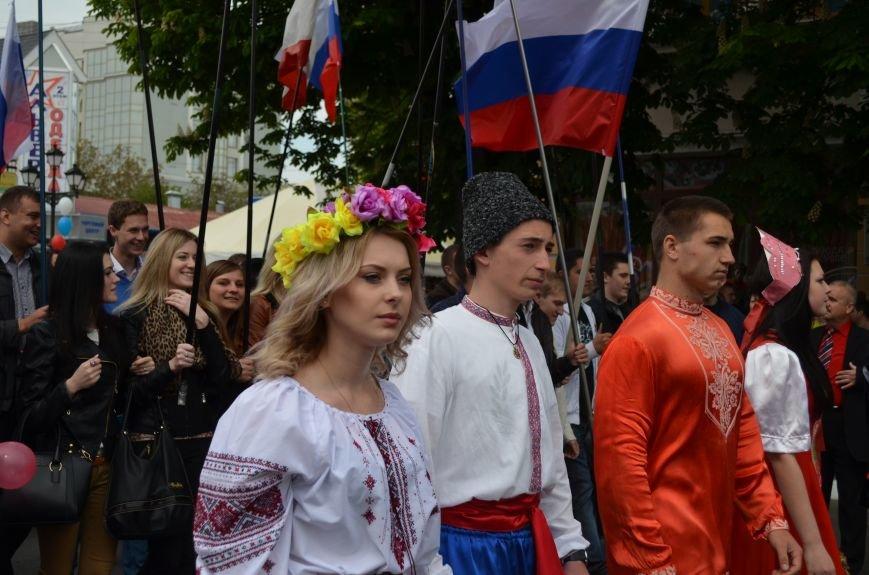 ФОТОРЕПОРТАЖ: По центру Симферополя в первомай пронесли портреты Путина, фото-22