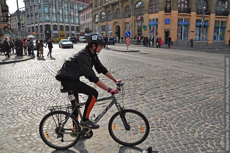 Львів'яни активно пересідають на велосипеди – пальне дороге та й проїзд у маршрутках подорожчав (ФОТО), фото-3