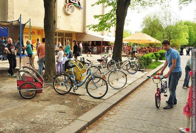 Львів'яни активно пересідають на велосипеди – пальне дороге та й проїзд у маршрутках подорожчав (ФОТО), фото-4