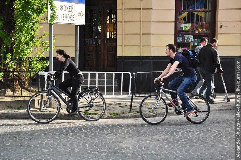 Львів'яни активно пересідають на велосипеди – пальне дороге та й проїзд у маршрутках подорожчав (ФОТО), фото-5