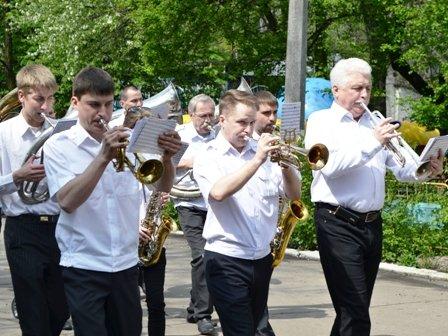 Вчера в Горловке прошло праздничное шествие в честь дня трудящихся, фото-3