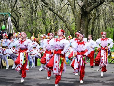 Вчера в Горловке прошло праздничное шествие в честь дня трудящихся, фото-4