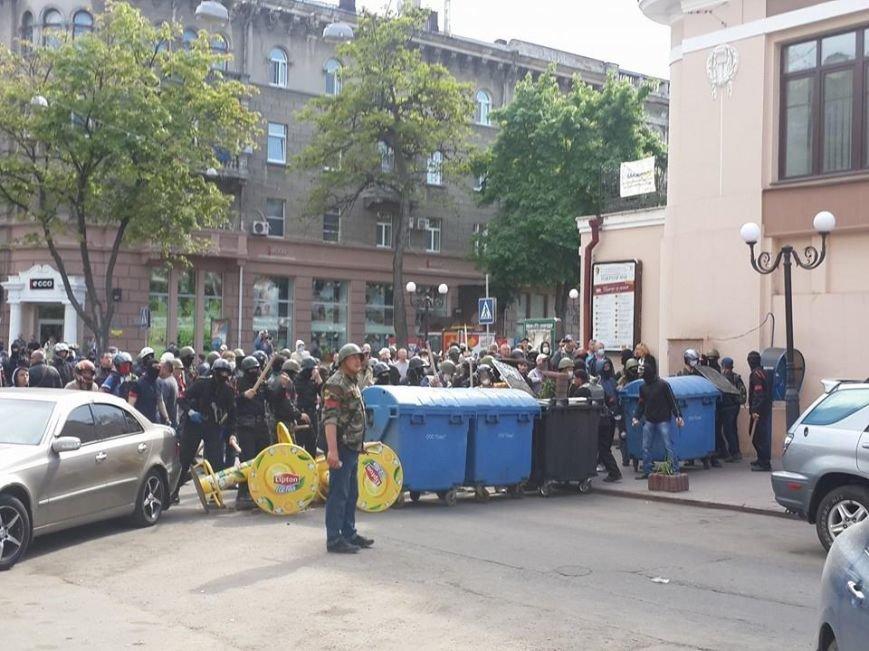 В центре Одессы столкновение: стреляют шумовыми гранатами (ФОТО, СТРИМ), фото-6