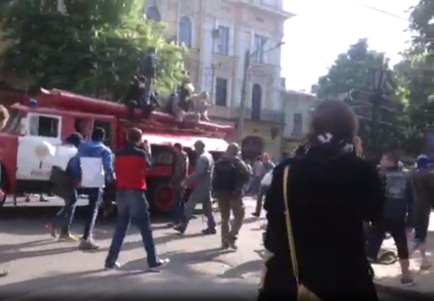 В центре Одессы столкновение: стреляют шумовыми гранатами (ФОТО, СТРИМ), фото-7