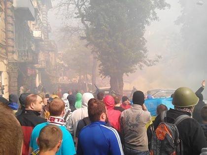 В центре Одессы столкновение: стреляют шумовыми гранатами (ФОТО, СТРИМ), фото-1
