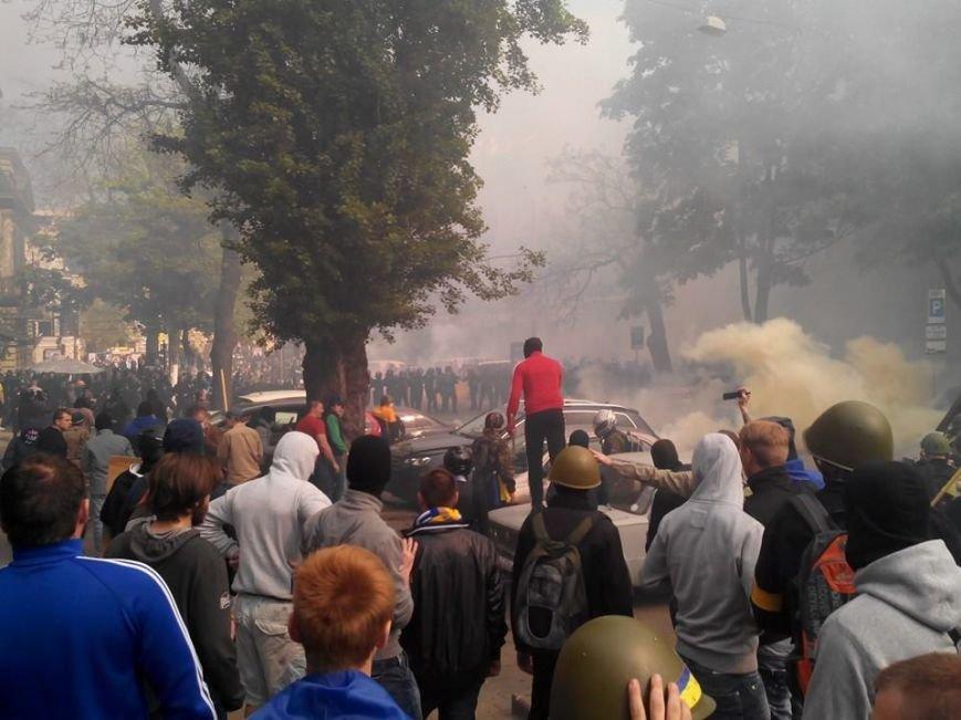 В центре Одессы столкновение: стреляют шумовыми гранатами (ФОТО, СТРИМ), фото-2