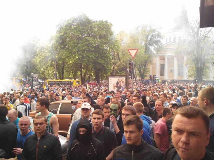 В центре Одессы столкновение: стреляют шумовыми гранатами (ФОТО, СТРИМ), фото-4