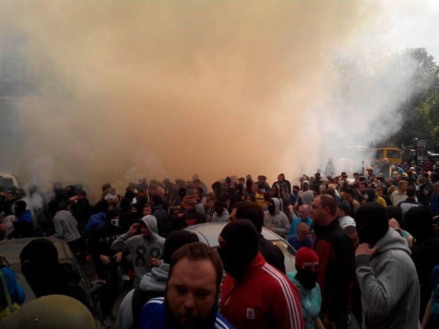 В центре Одессы столкновение: стреляют шумовыми гранатами (ФОТО, СТРИМ), фото-5