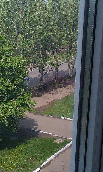 БТР возле Дворцовой 38, Крамтаорск (ФОТО, ВИДЕО), фото-3