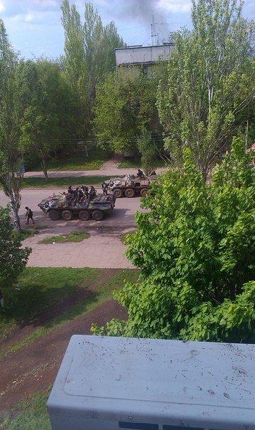 БТР возле Дворцовой 38, Крамтаорск (ФОТО, ВИДЕО), фото-4