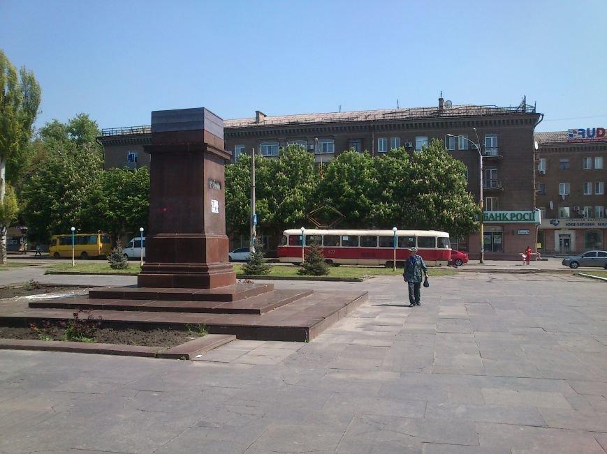 В Днепродзержинске ночью неизвестные разбили «нового» Ленина, фото-1