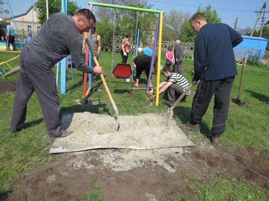В Днепродзержинске обновили и расширили детскую площадку на  55-ом блочке, фото-2