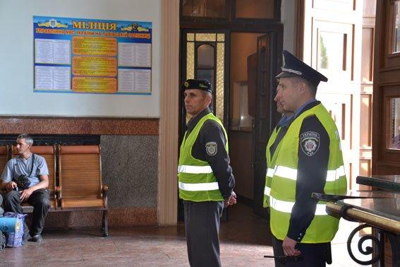У Львові міліція посилила патрулі на вокзалі та залізниці (ФОТО), фото-1