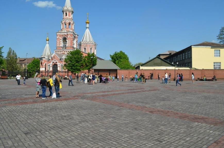 На Соборной площади возле Свято-Николаевского собора Днепродзержинска открылась «Детская площадка», фото-8