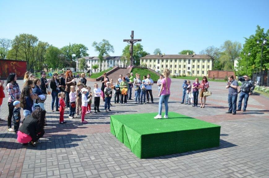 На Соборной площади возле Свято-Николаевского собора Днепродзержинска открылась «Детская площадка», фото-2