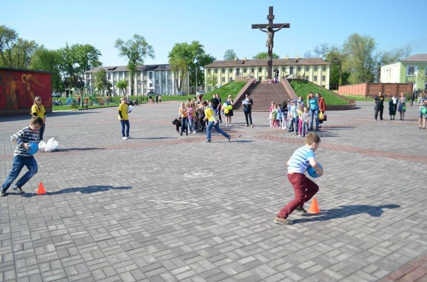 На Соборной площади возле Свято-Николаевского собора Днепродзержинска открылась «Детская площадка», фото-5