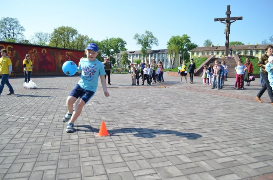На Соборной площади возле Свято-Николаевского собора Днепродзержинска открылась «Детская площадка», фото-4