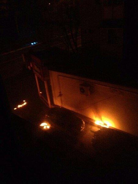 В Мариуполе стреляют. Горят шины. Центр города перекрыт (Обновляется ФОТО+ВИДЕО), фото-2