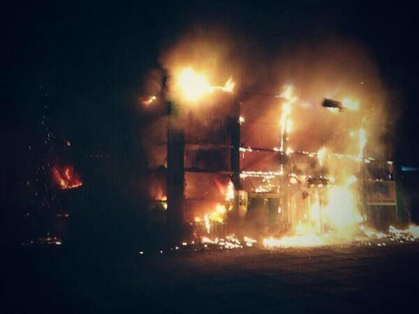 В Мариуполе стреляют. Горят шины. Центр города перекрыт (Обновляется ФОТО+ВИДЕО), фото-1