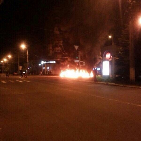 В Мариуполе стреляют. Горят шины. Центр города перекрыт (Обновляется ФОТО+ВИДЕО), фото-3