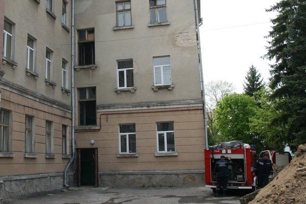 У Тернополі горів один із корпусів обласної лікарні (фото), фото-2