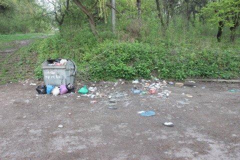 У тернопільському парку камера стежить за переповненим смітником (фото), фото-3