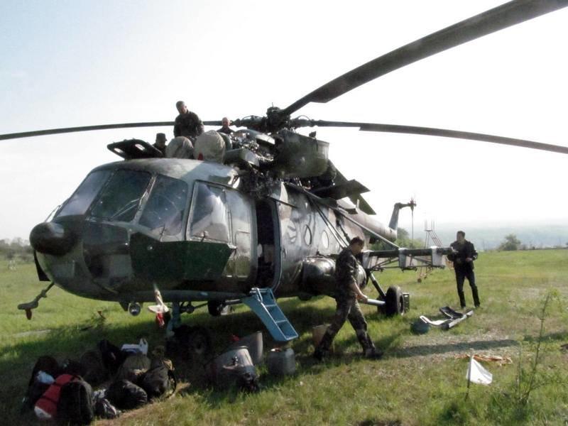 Харьковские военные инженеры ремонтируют вертолет, обстрелянный террористами над Славянском, фото-1