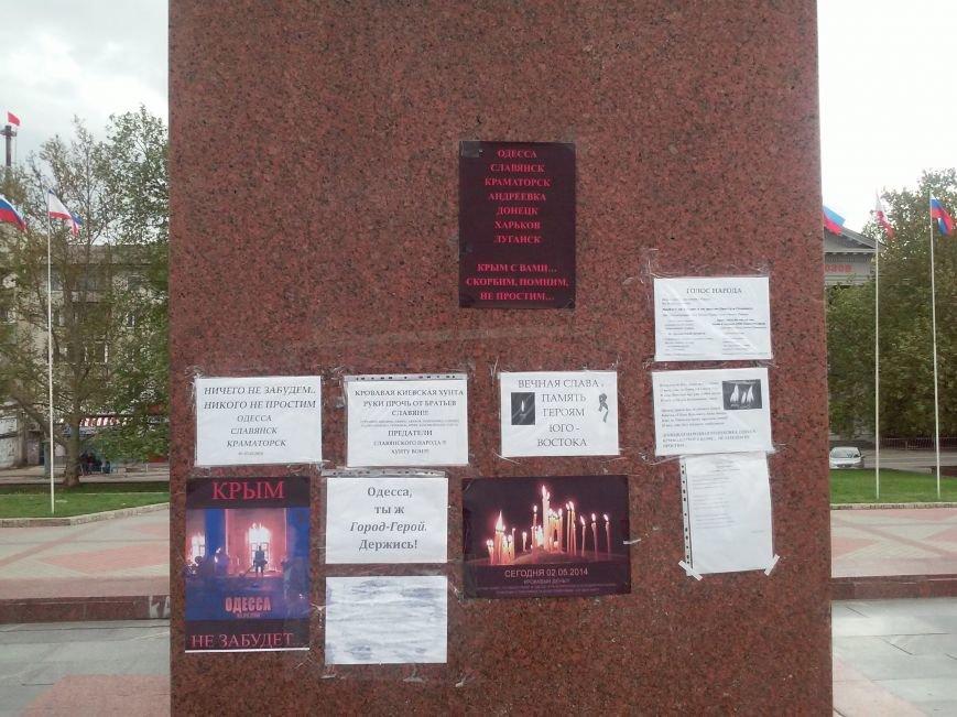 В Симферополе скорбят о жертвах столкновений в Одессе (ФОТО, ВИДЕО), фото-5