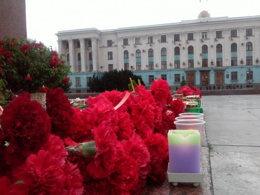 В Симферополе скорбят о жертвах столкновений в Одессе (ФОТО, ВИДЕО), фото-1