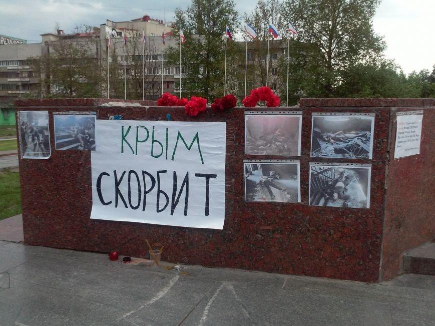 В Симферополе скорбят о жертвах столкновений в Одессе (ФОТО, ВИДЕО), фото-4