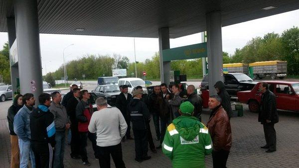 На Тернопільщині відбувся попереджувальний пікет проти підняття цін на бензин (фото), фото-2