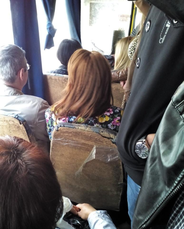 У Львові сидіння в автобусі ремонтують…... скотчем (ФОТО), фото-1