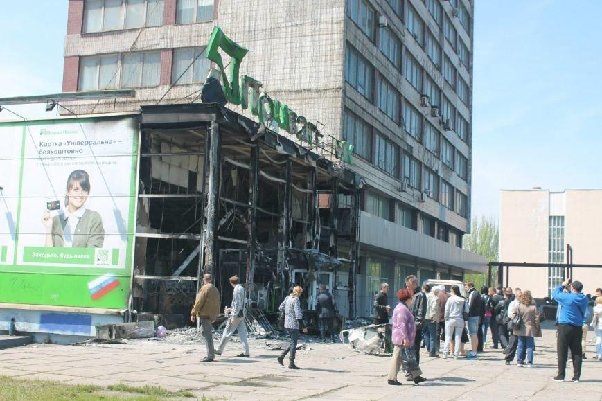 ПриватБанк приостанавил работу в Донецкой и Луганской областях, фото-1