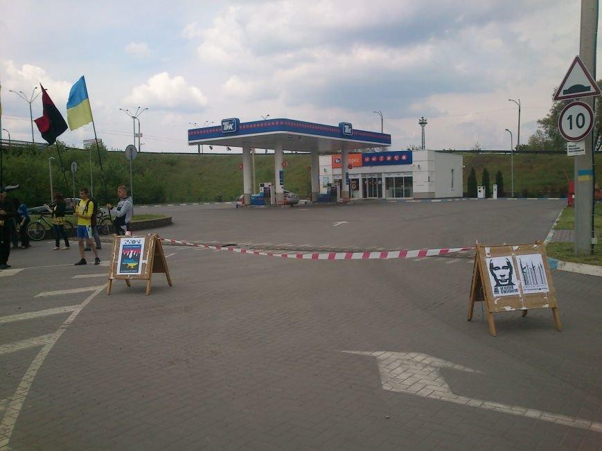 В Днепродзержинске бойкотировали автозаправку «ТНК», фото-1