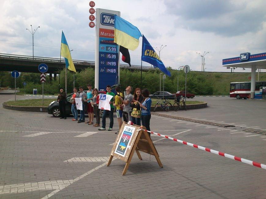 В Днепродзержинске бойкотировали автозаправку «ТНК», фото-3