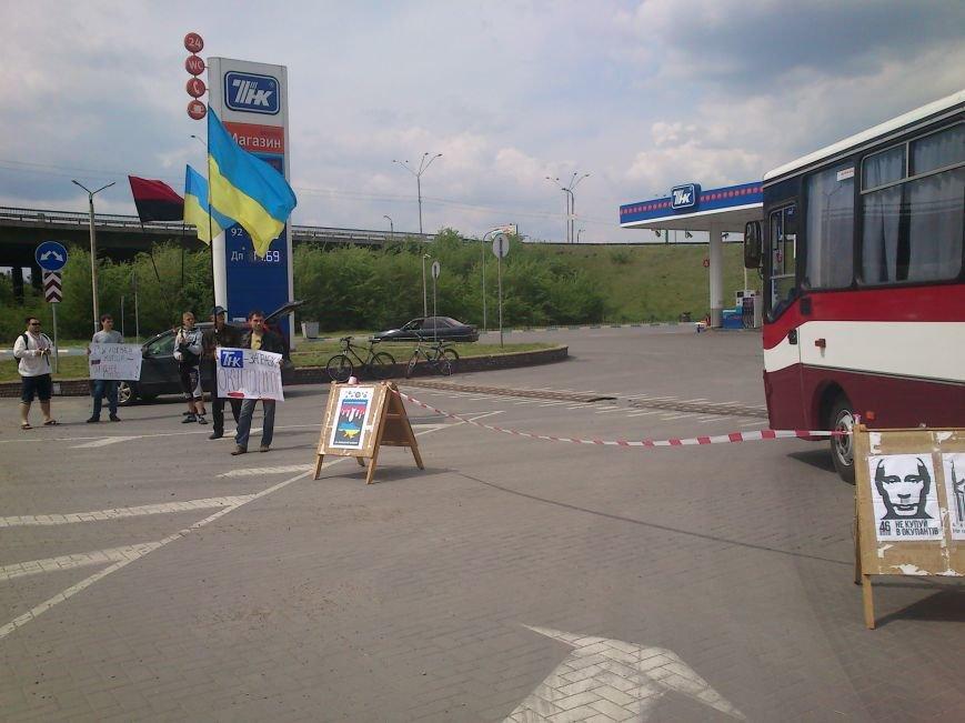 В Днепродзержинске бойкотировали автозаправку «ТНК», фото-4