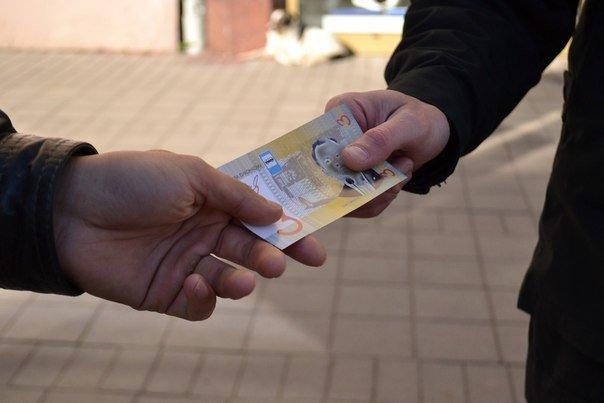 Сьогодні вранці львів'янам пропонували платили за проїзд не 3 гривні, а «синютками» (ФОТО), фото-1