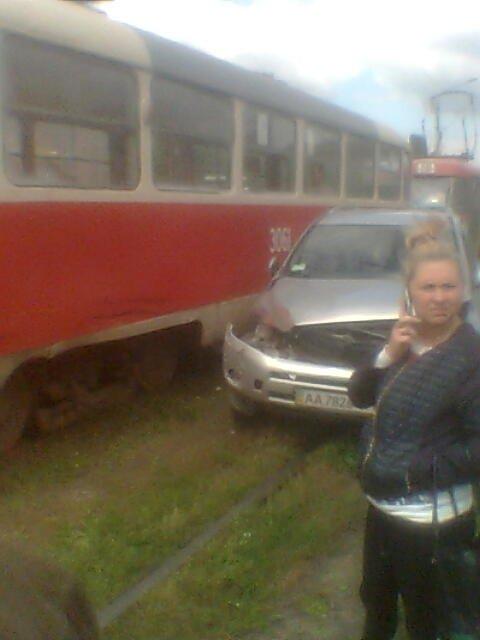 В Харькове иномарка врезалась в трамвай, фото-1