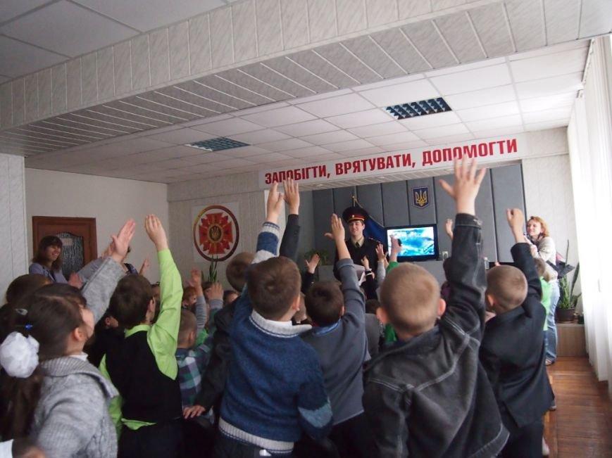 Безопасному поведению, учили ребят Днепродзержинские спасатели, фото-2