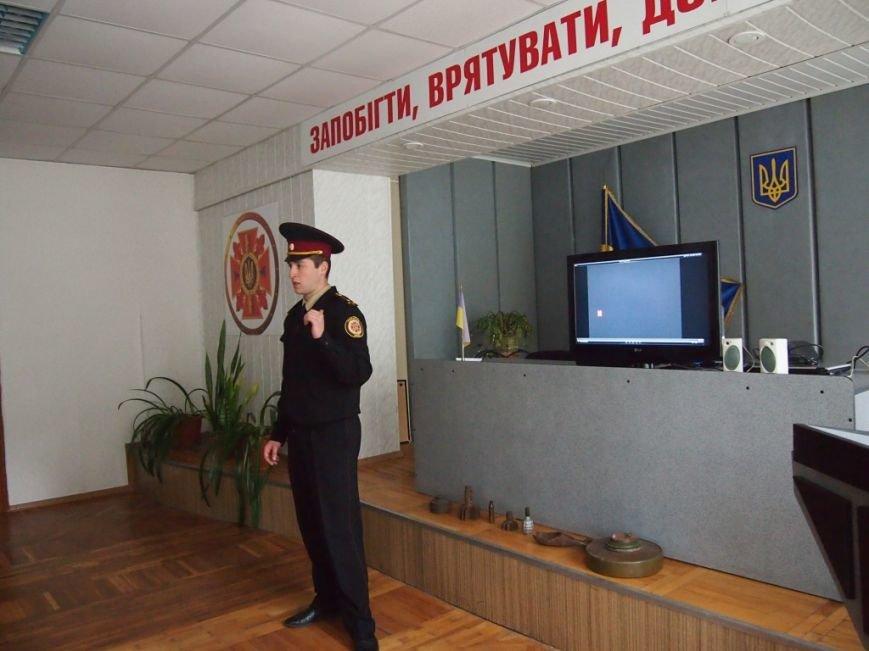 Безопасному поведению, учили ребят Днепродзержинские спасатели, фото-1