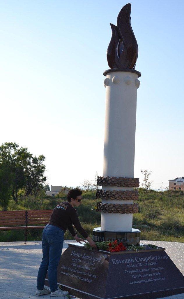 Сегодня в Крыму откроют памятник погибшим героям, спасшим детей (ФОТО), фото-1
