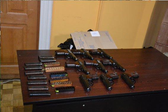 У львівському трамваї знайшли 9 пістолетів (ФОТО), фото-2