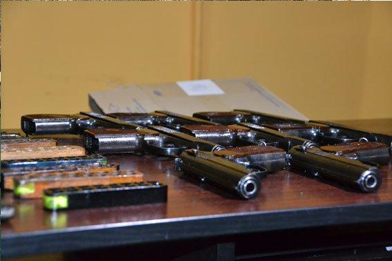 У львівському трамваї знайшли 9 пістолетів (ФОТО), фото-1