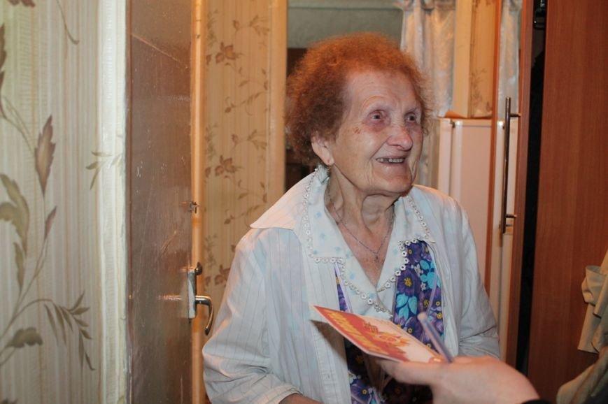 Артемовские ветераны получают поздравления с Днем Победы от благотворительного фонда «ДАР», фото-1