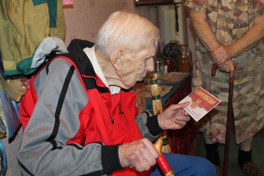 Артемовские ветераны получают поздравления с Днем Победы от благотворительного фонда «ДАР», фото-2