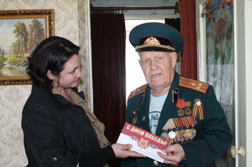 Артемовские ветераны получают поздравления с Днем Победы от благотворительного фонда «ДАР», фото-3