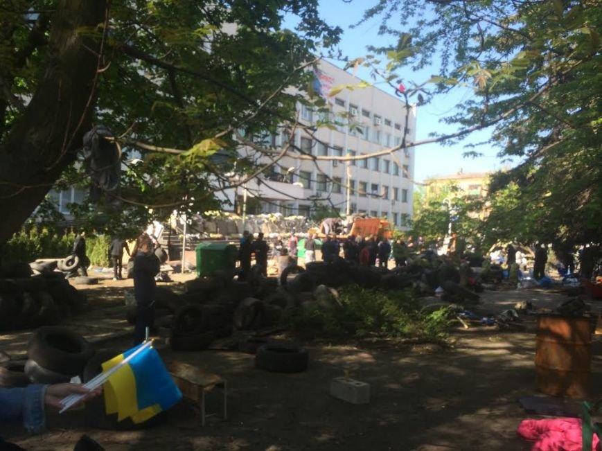 Мариупольский горсовет освобожден, возле здания разбирают баррикады (Дополняется+ФОТО), фото-8